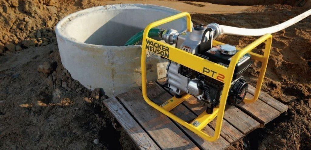 Осушение водоема мотопомпой Чистые пруды