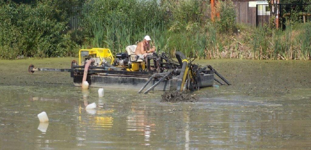 Земснаряд для очистки прудов, рек, озер
