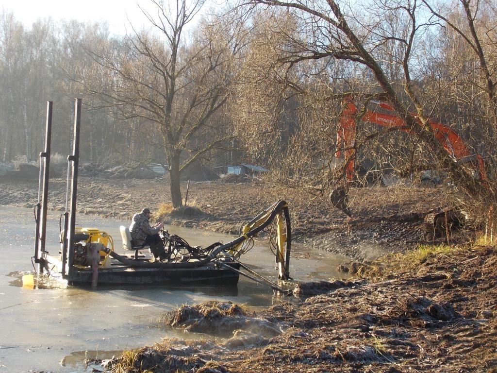 Техника для чистки прудов и водоемов