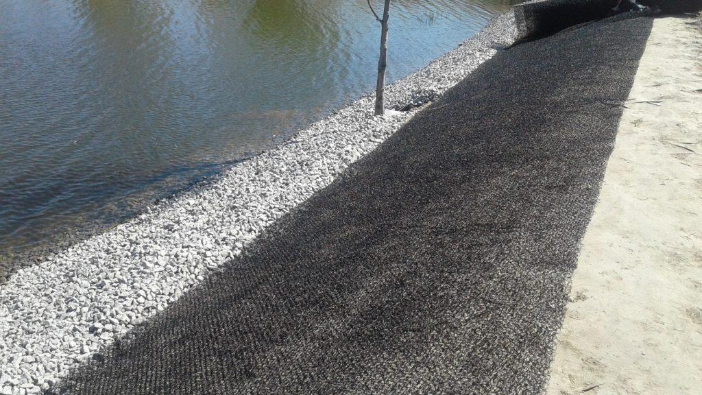 Укрепление берега геоматами